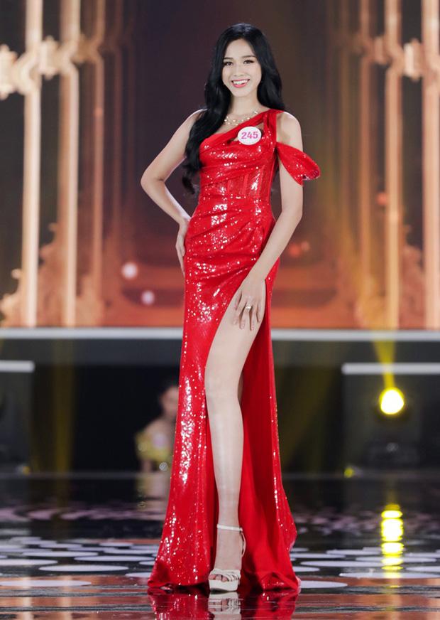 """HH Đỗ Thị Hà luôn khoe đôi chân dài 1m11 và tỷ lệ 1/5 cực phẩm nhờ một kiểu váy """"đỉnh của chóp"""" - Ảnh 2."""