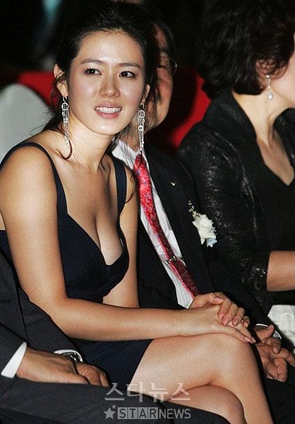 """4 lần gây bão nhất lịch sử thảm đỏ của Son Ye Jin: Không ngờ """"chị đẹp"""" từng có ngày kém sang đến vậy - Mix & Phối 8"""