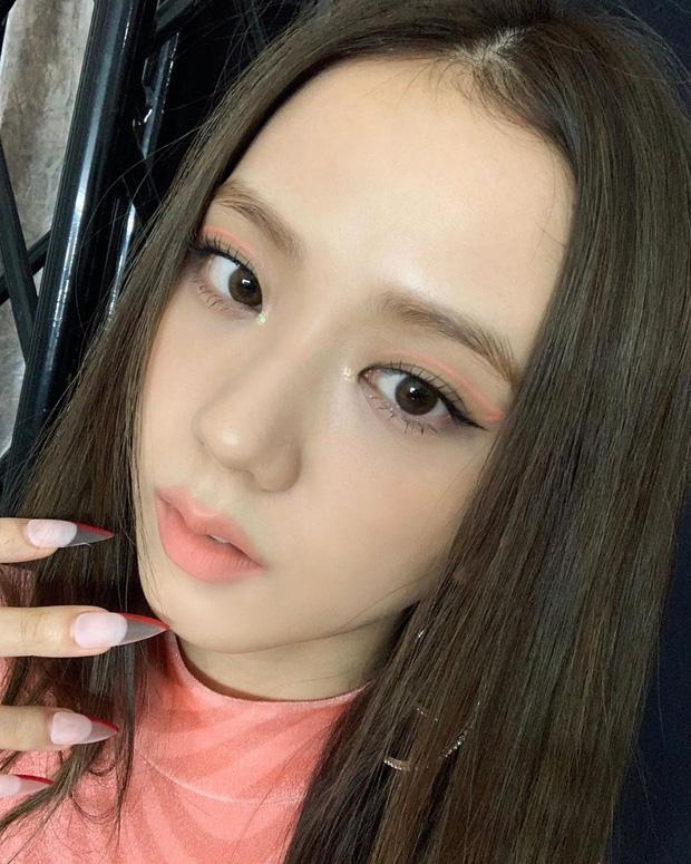 """Nhược điểm nhan sắc của """"nữ thần"""" Jisoo khiến cô phải che chắn kỹ bằng makeup đến độ bị đồn đã phẫu thuật thẩm mỹ - Ảnh 6."""