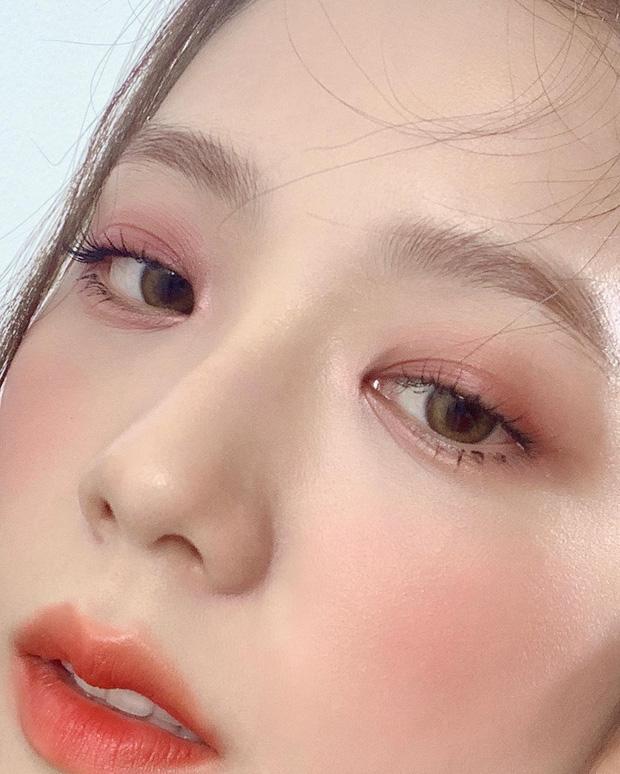 """Nhược điểm nhan sắc của """"nữ thần"""" Jisoo khiến cô phải che chắn kỹ bằng makeup đến độ bị đồn đã phẫu thuật thẩm mỹ - Ảnh 7."""