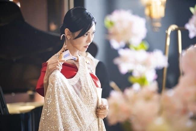 Cuộc chiến thượng lưu hé lộ phần 2: Seo Jin lộ diện váy đỏ sang chảnh, mặt vẫn ác như xưa - Ảnh 4.