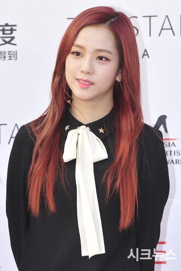 """Nhược điểm nhan sắc của """"nữ thần"""" Jisoo khiến cô phải che chắn kỹ bằng makeup đến độ bị đồn đã phẫu thuật thẩm mỹ - Ảnh 11."""