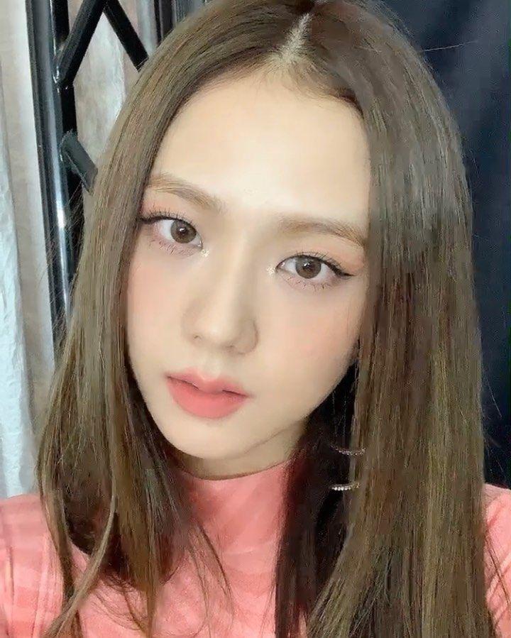 """Nhược điểm nhan sắc của """"nữ thần"""" Jisoo khiến cô phải che chắn kỹ bằng makeup đến độ bị đồn đã phẫu thuật thẩm mỹ - Ảnh 5."""