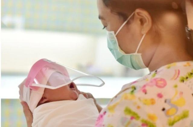 """Trẻ không chịu đeo khẩu trang phòng ngừa COVID-19: Chuyên gia Nhi khoa chỉ cách """"đối phó"""" cực đơn giản mà hiệu quả - Ảnh 4."""