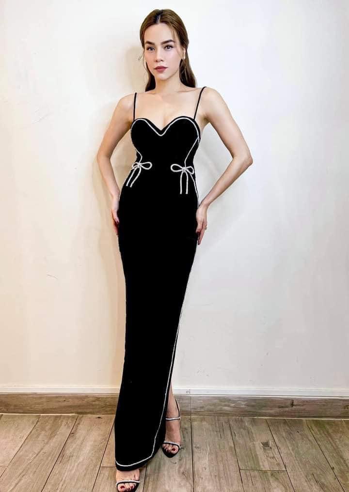 """Hà Hồ vừa comeback đã diện cả loạt váy áo """"ít ai dám mặc"""", khiến netizen mê mẩn vì thần thái và body đỉnh cao - Ảnh 12."""