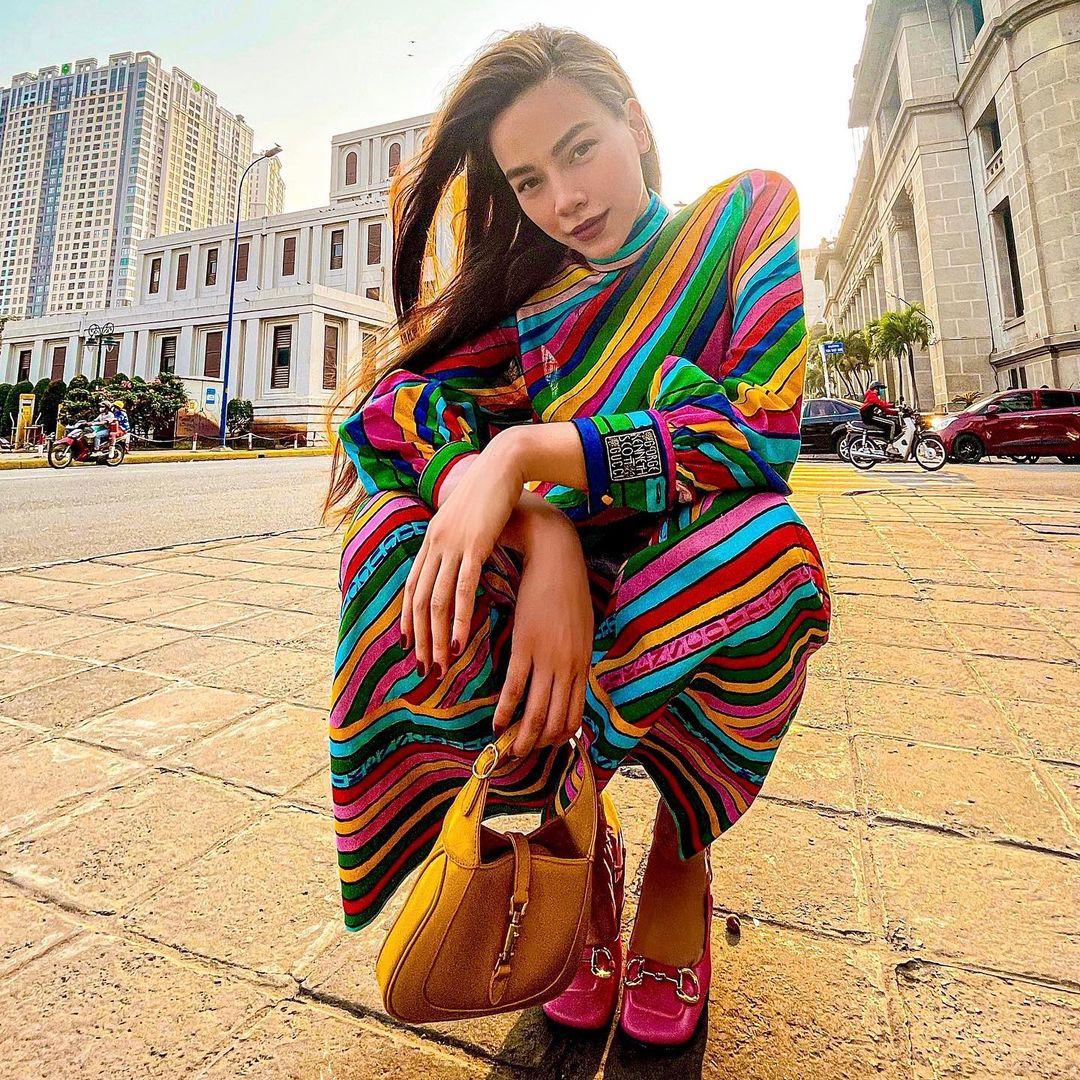 """Hà Hồ vừa comeback đã diện cả loạt váy áo """"ít ai dám mặc"""", khiến netizen mê mẩn vì thần thái và body đỉnh cao - Ảnh 3."""