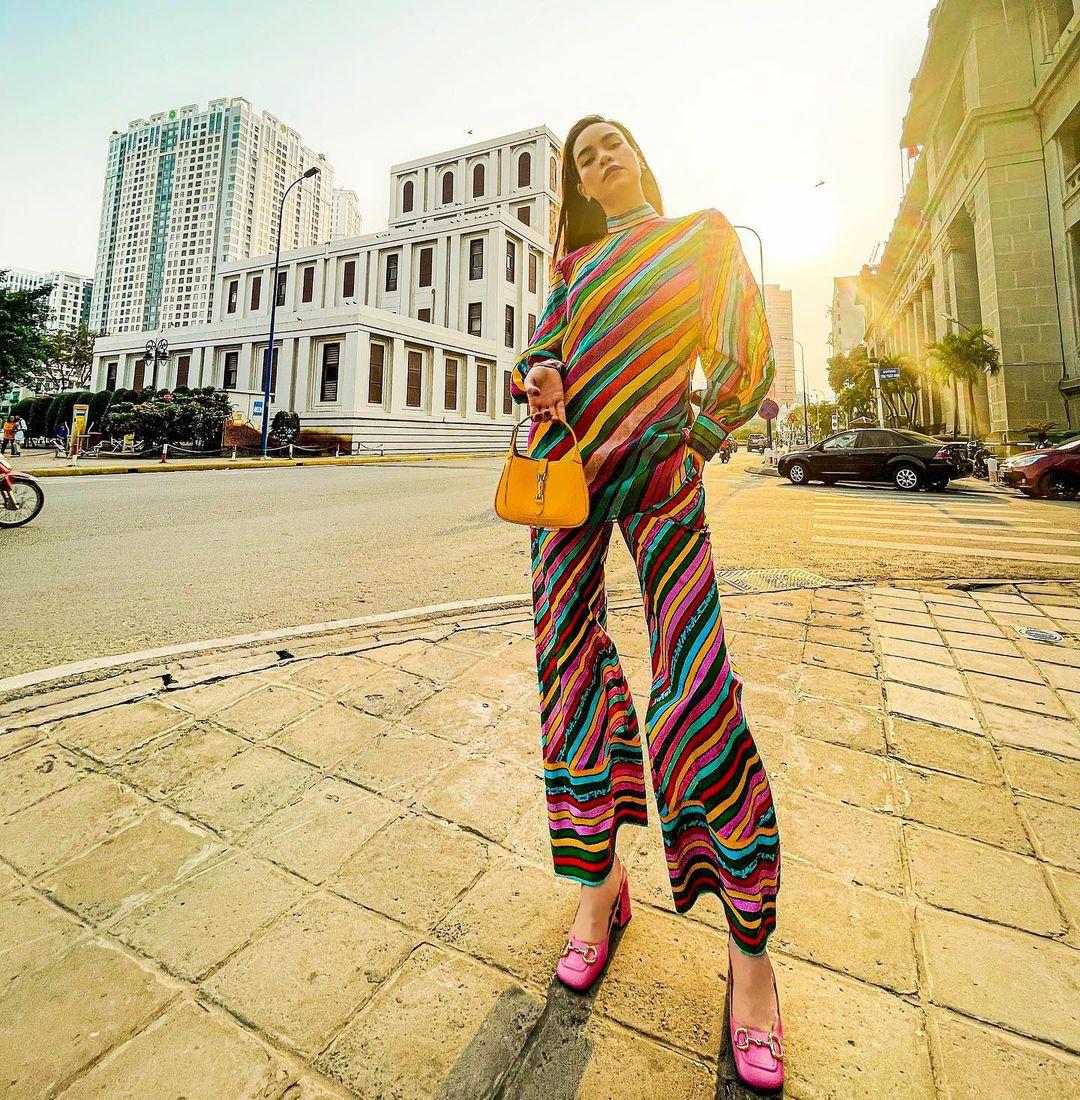 """Hà Hồ vừa comeback đã diện cả loạt váy áo """"ít ai dám mặc"""", khiến netizen mê mẩn vì thần thái và body đỉnh cao - Ảnh 2."""