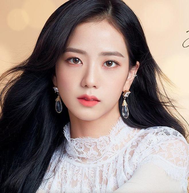 Tranh cãi nảy lửa: Biết là Jisoo xinh và sang nhưng cô hợp quảng cáo mỹ phẩm hay trang sức hơn? - Ảnh 1.