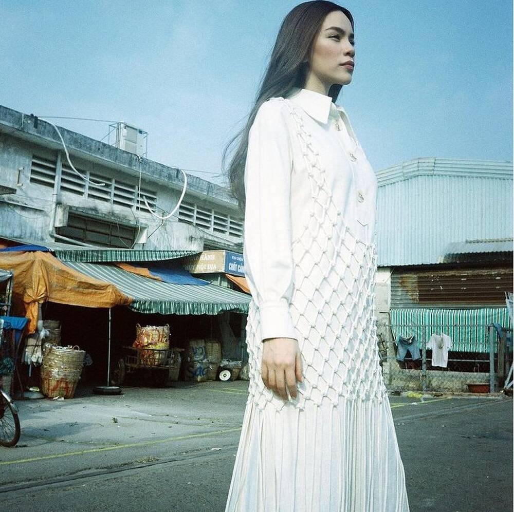 """Hà Hồ vừa comeback đã diện cả loạt váy áo """"ít ai dám mặc"""", khiến netizen mê mẩn vì thần thái và body đỉnh cao - Ảnh 7."""