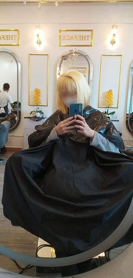 Thử nhuộm tóc phân tử giá 1,1 triệu: Màu tóc không giống mẫu, hãi nhất là da đầu còn bị đau và chảy dịch  - Ảnh 1.