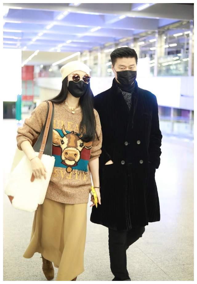 Từ khi tái xuất, Phạm Băng Băng đổi hẳn style ra sân bay: Ra dáng chị đại chứ không còn tuềnh toàng như trước - Mix & Phối 2