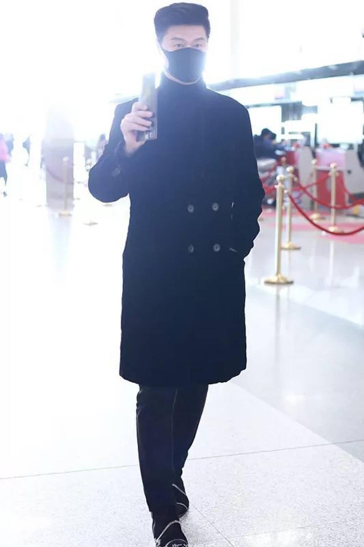 Từ khi tái xuất, Phạm Băng Băng đổi hẳn style ra sân bay: Ra dáng chị đại chứ không còn tuềnh toàng như trước - Mix & Phối 3