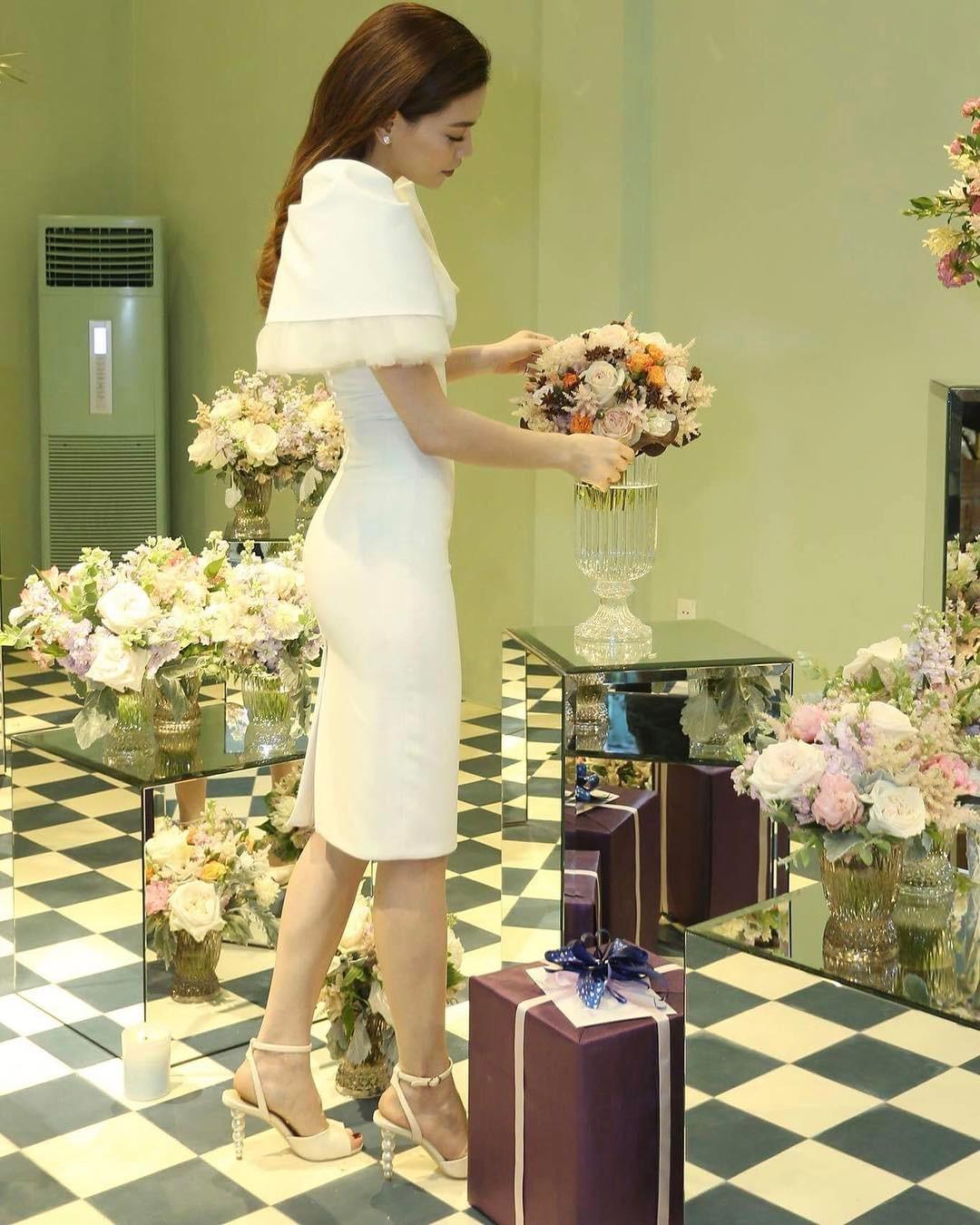Style biến hóa khôn lường nhưng Hà Hồ bao năm cứ trung thành với một kiểu giày cao gót kéo chân vi diệu - Ảnh 3.