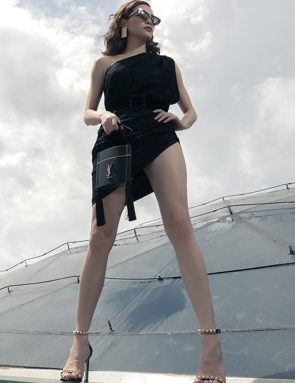 Style biến hóa khôn lường nhưng Hà Hồ bao năm cứ trung thành với một kiểu giày cao gót kéo chân vi diệu - Ảnh 8.