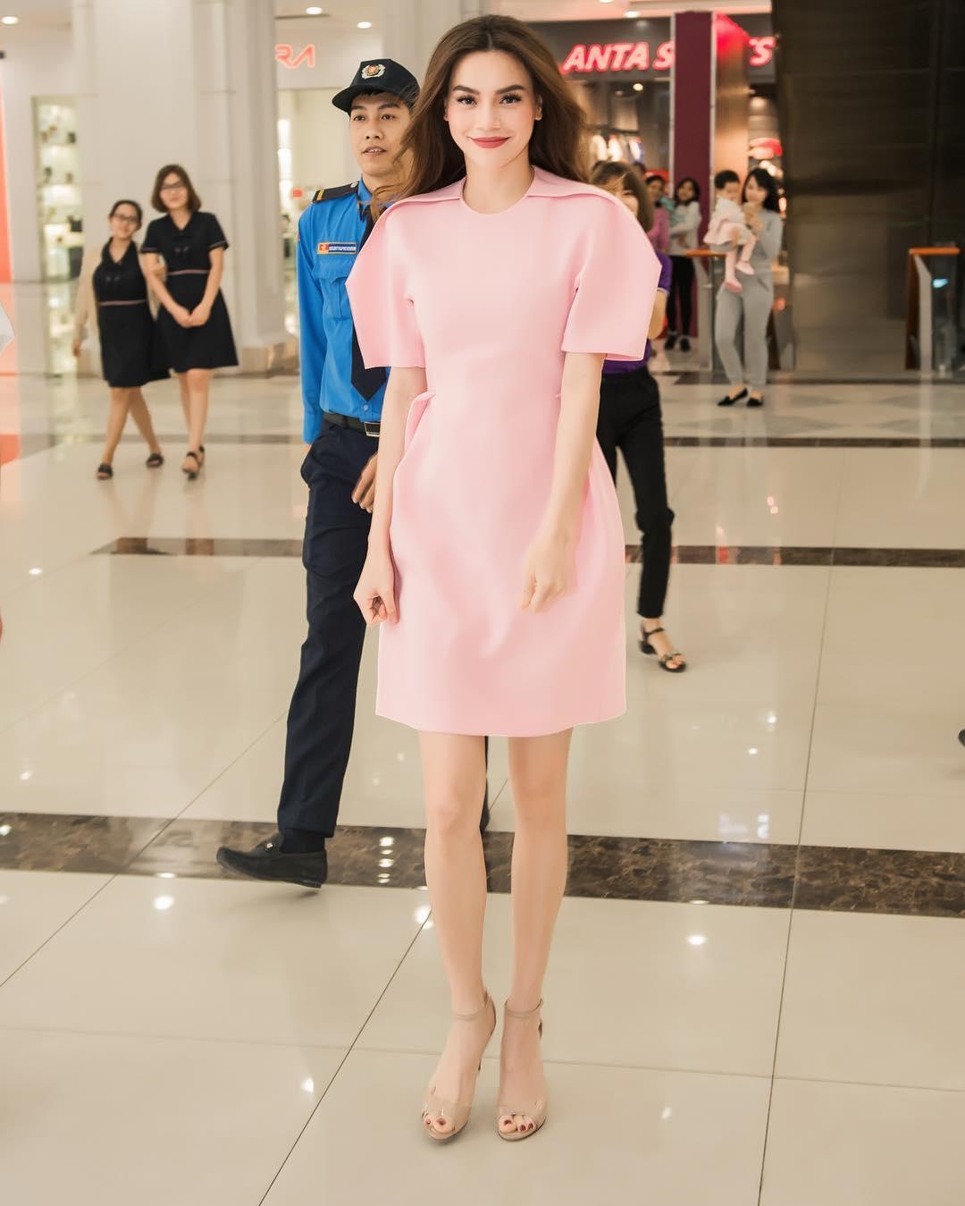 Style biến hóa khôn lường nhưng Hà Hồ bao năm cứ trung thành với một kiểu giày cao gót kéo chân vi diệu - Ảnh 2.