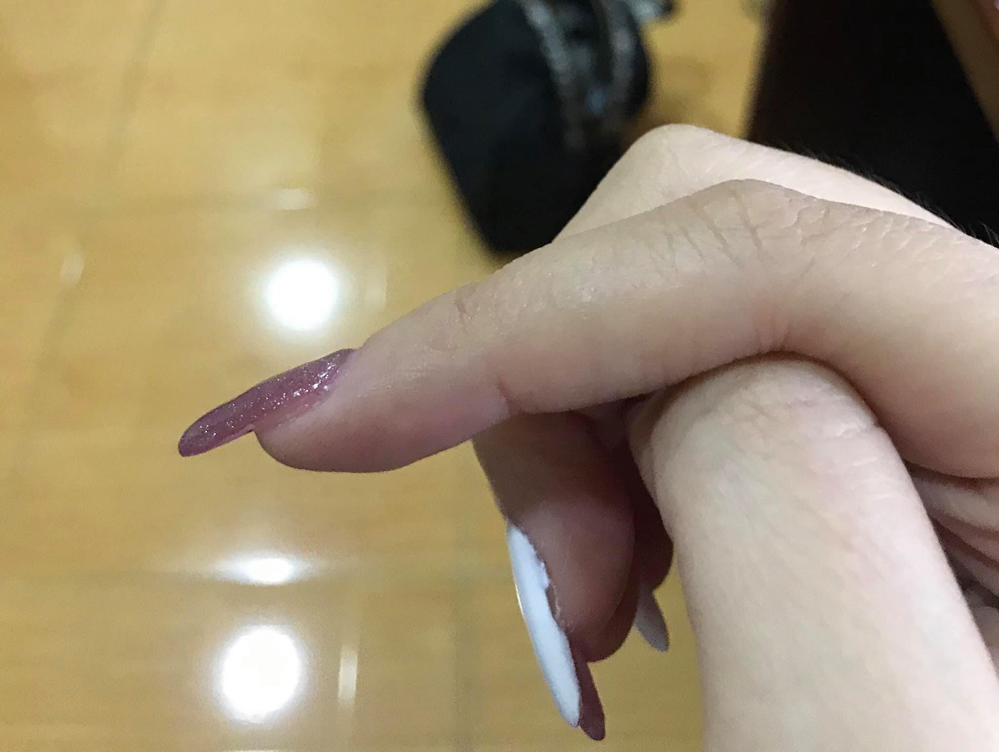 """Chi gần 500k cho bộ nails diện Tết, kết quả nhận được không khác gì """"đắp đất nặn"""" lên móng - Ảnh 5."""