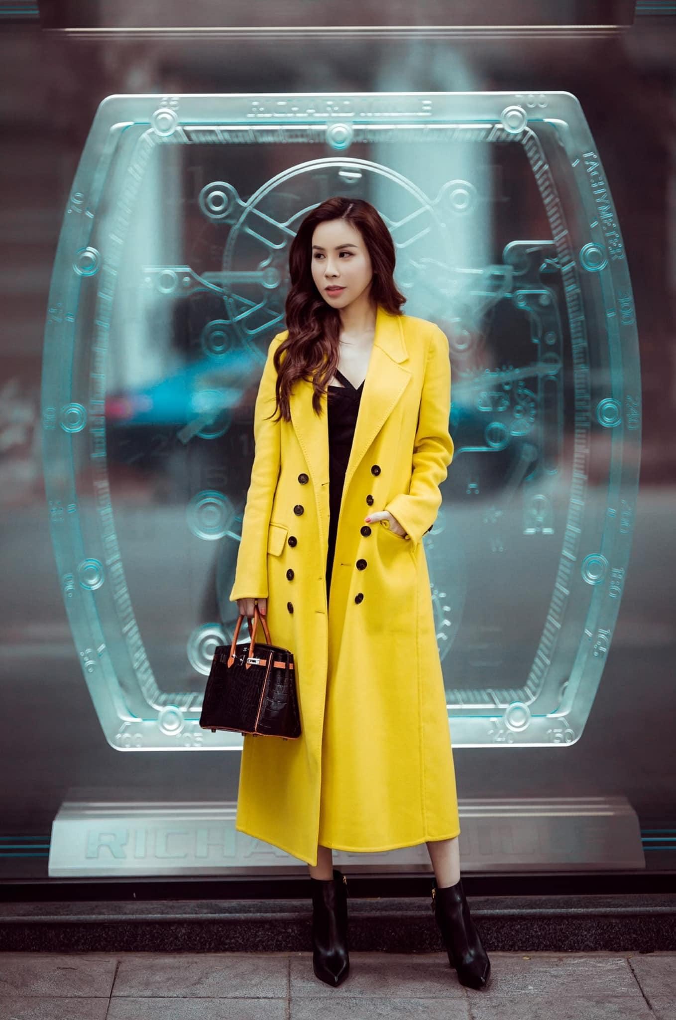 Sành hàng hiệu nhất nhì Vbiz, Hoa hậu Hoàng Dung lên đồ diện Tết với những outfit sang chảnh ngập tràn đồ hiệu - Ảnh 8.