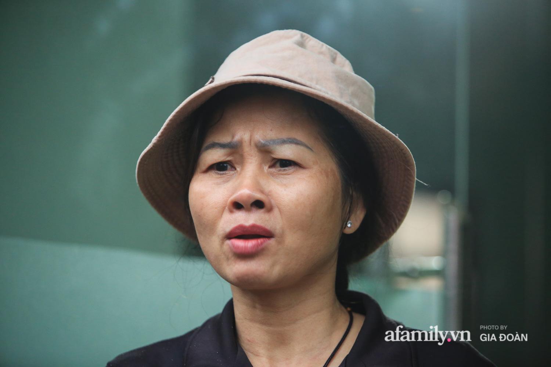 """Mẹ """"siêu anh hùng"""" cứu bé gái rơi từ tầng 13 chung cư xuống ở Hà Nội: """"Con về vội ôm hai đứa nhỏ khóc, hai hàng nước mắt tôi cứ chảy ra chứ chưa hiểu chuyện gì xảy ra"""" - Ảnh 2."""