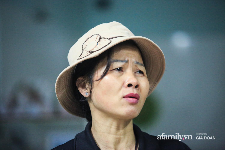 """Mẹ """"siêu anh hùng"""" cứu bé gái rơi từ tầng 13 chung cư xuống ở Hà Nội: """"Con về vội ôm hai đứa nhỏ khóc, hai hàng nước mắt tôi cứ chảy ra chứ chưa hiểu chuyện gì xảy ra"""" - Ảnh 3."""
