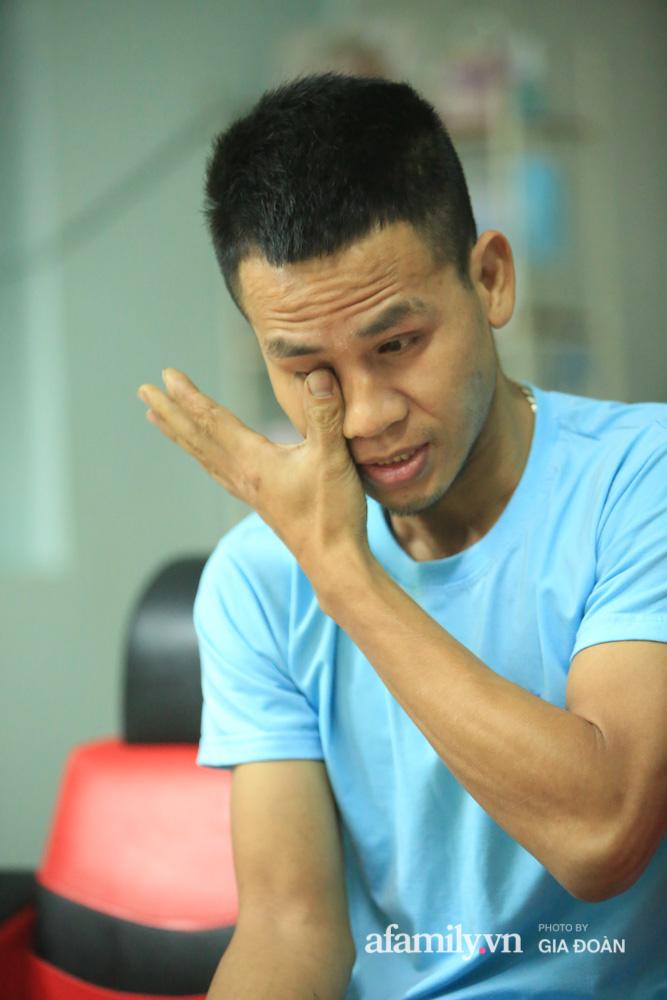 """Đêm không ngủ của """"siêu anh hùng"""" cứu bé gái rơi từ tầng 13 chung cư ở Hà Nội: """"Tôi không xem mình là người hùng""""  - Ảnh 5."""