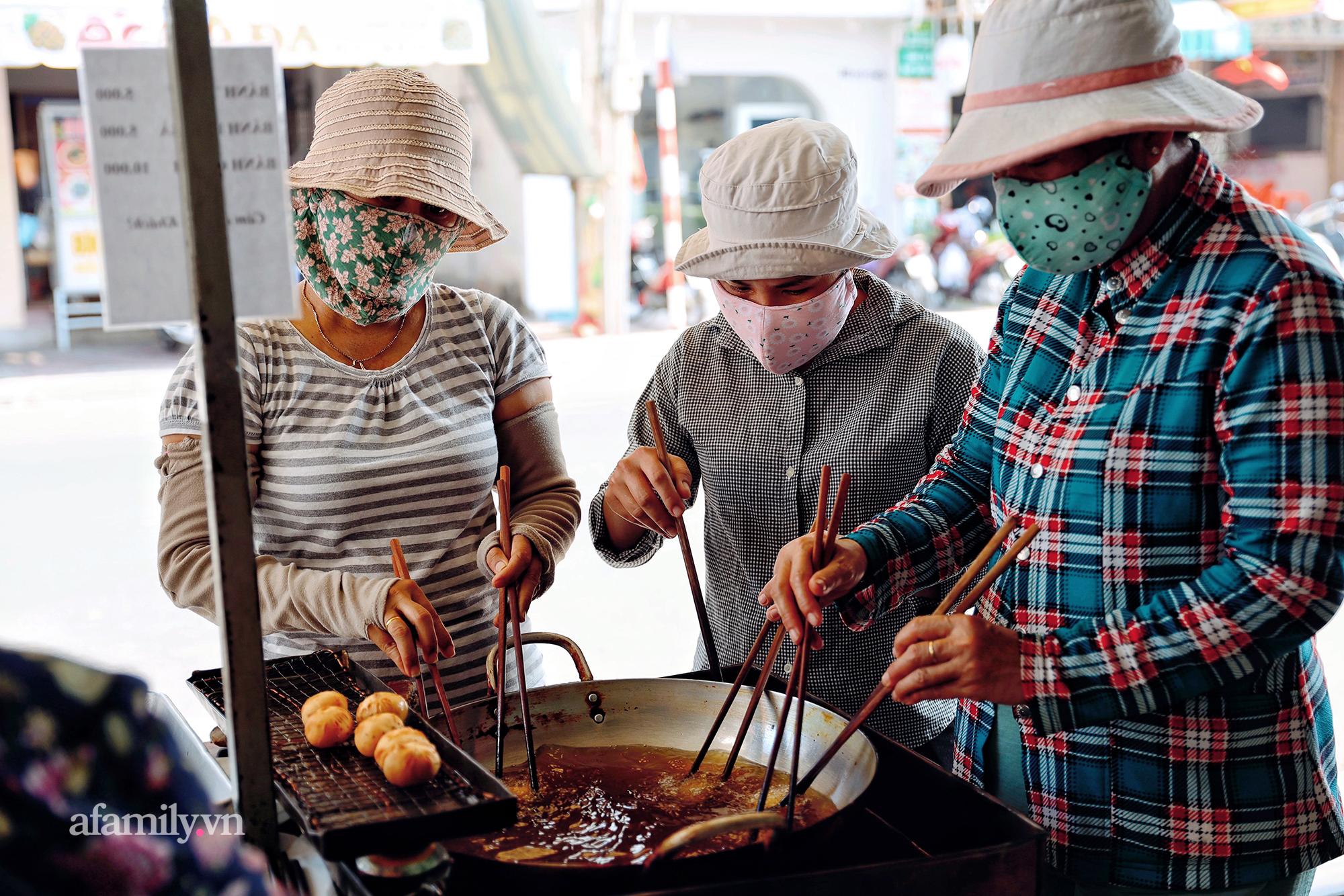 """Hàng bánh tiêu """"CHẢNH"""" nhất Việt Nam - """"mua được hay không là do nhân phẩm"""", dù chưa kịp mở cửa đã chính thức hết bánh khiến cả Vũng Tàu tới Sài Gòn phải xôn xao! - Ảnh 7."""