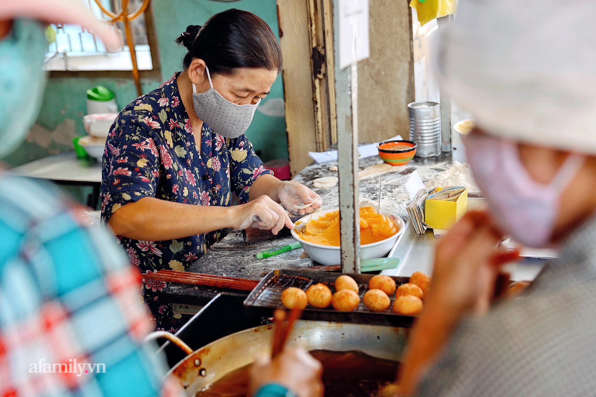 """Hàng bánh tiêu """"CHẢNH"""" nhất Việt Nam - """"mua được hay không là do nhân phẩm"""", dù chưa kịp mở cửa đã chính thức hết bánh khiến cả Vũng Tàu tới Sài Gòn phải xôn xao! - Ảnh 3."""