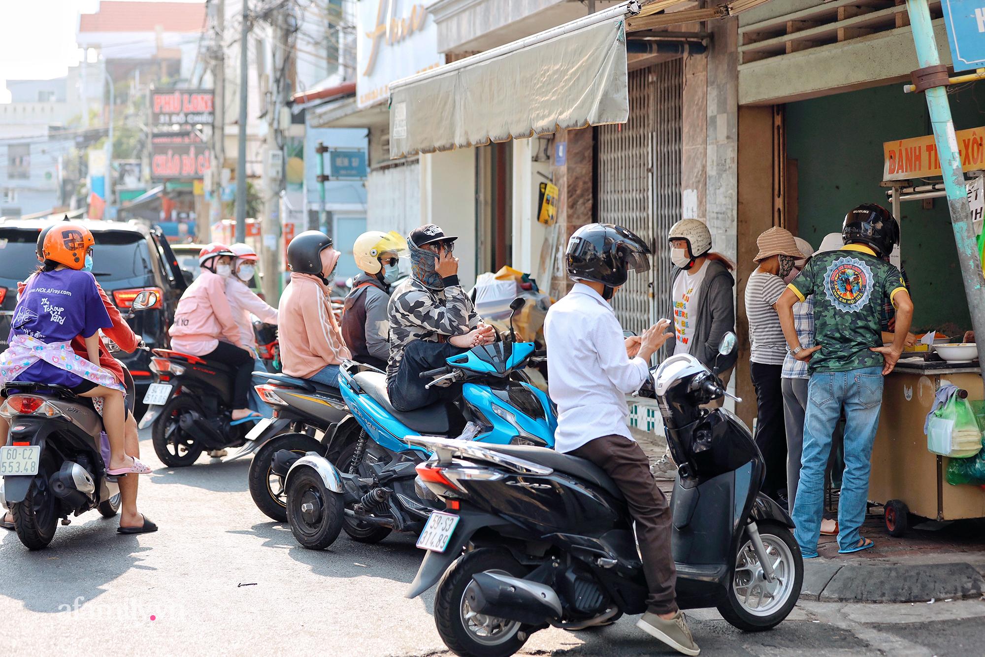 """Hàng bánh tiêu """"CHẢNH"""" nhất Việt Nam - """"mua được hay không là do nhân phẩm"""", dù chưa kịp mở cửa đã chính thức hết bánh khiến cả Vũng Tàu tới Sài Gòn phải xôn xao! - Ảnh 1."""