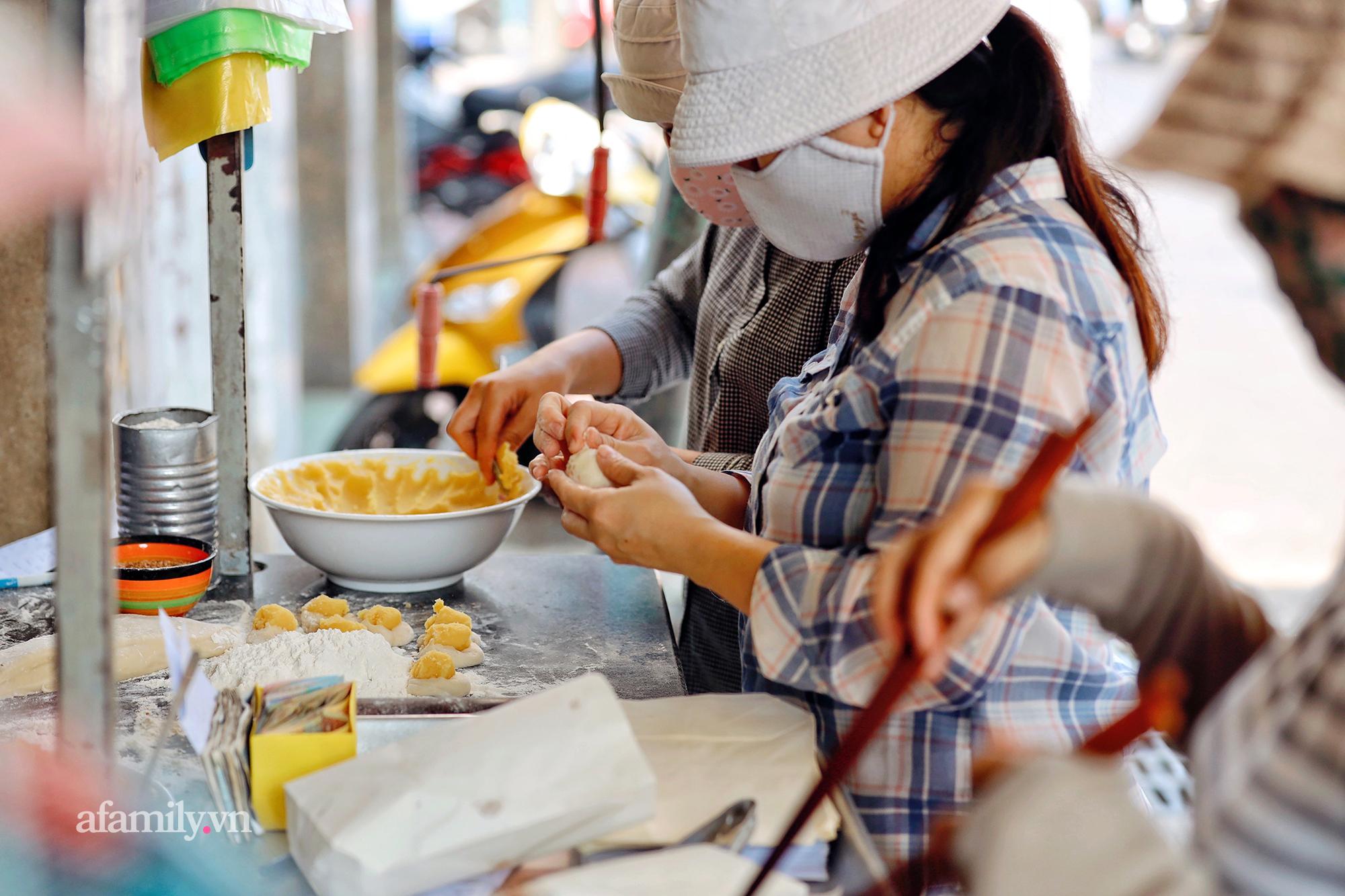 """Hàng bánh tiêu """"CHẢNH"""" nhất Việt Nam - """"mua được hay không là do nhân phẩm"""", dù chưa kịp mở cửa đã chính thức hết bánh khiến cả Vũng Tàu tới Sài Gòn phải xôn xao! - Ảnh 9."""