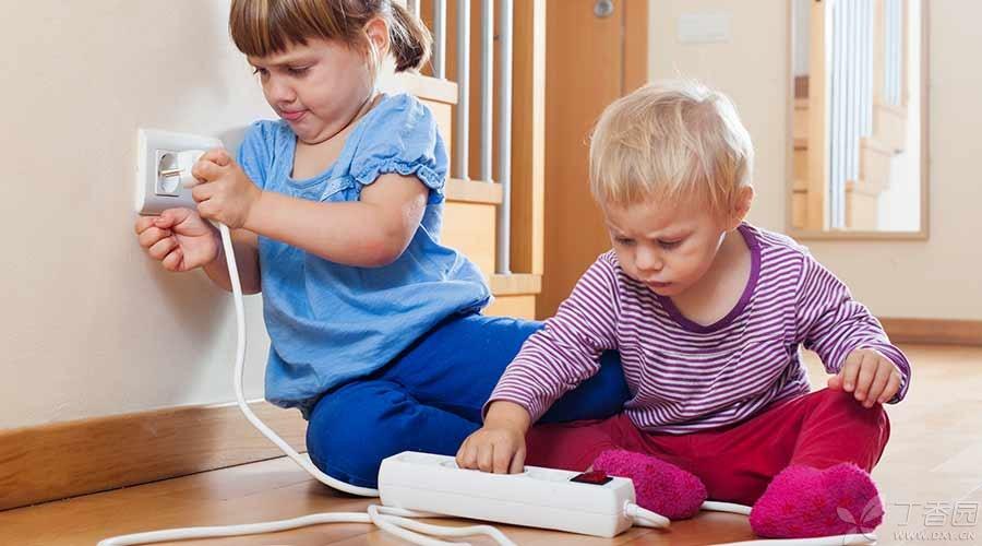 Ngoài ban công còn có 4 nơi nguy hiểm ngay trong nhà, bố mẹ trẻ nên lắp ngay các sản phẩm phòng ngừa rủi ro cho bé - Ảnh 2.