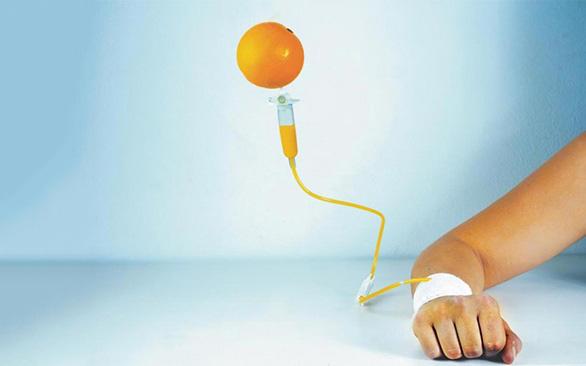 Làm trắng da bằng cách tiêm truyền vitamin C liều cao: Chuyên gia khuyến cáo vô cùng nguy hiểm, thậm chí gây tử vong