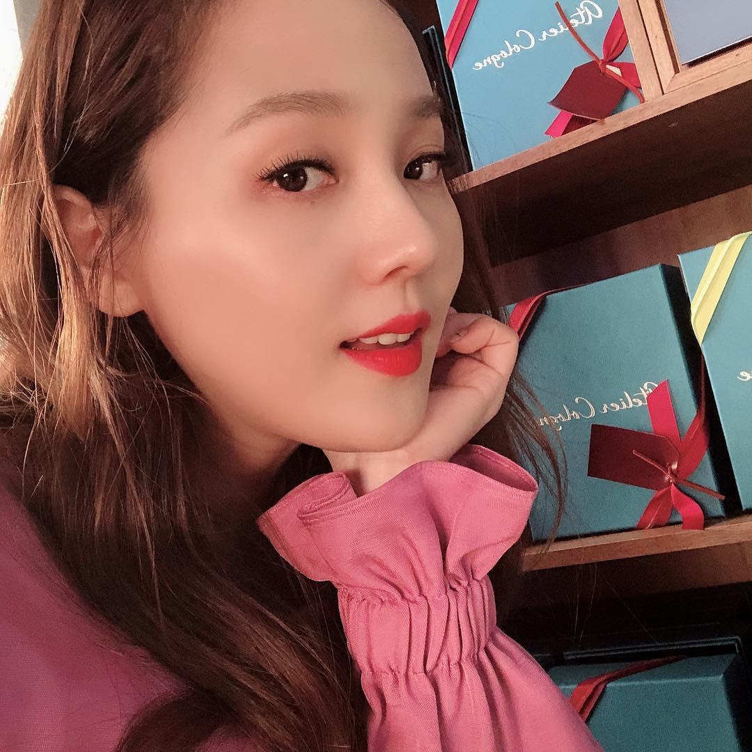 """Từng """"đánh bại"""" cả Yoona và Suzy với gương mặt đẹp nhất xứ Hàn, mỹ nhân Penthouse bật mí bước skin care tối giản khiến ai cũng bất ngờ - Ảnh 4."""