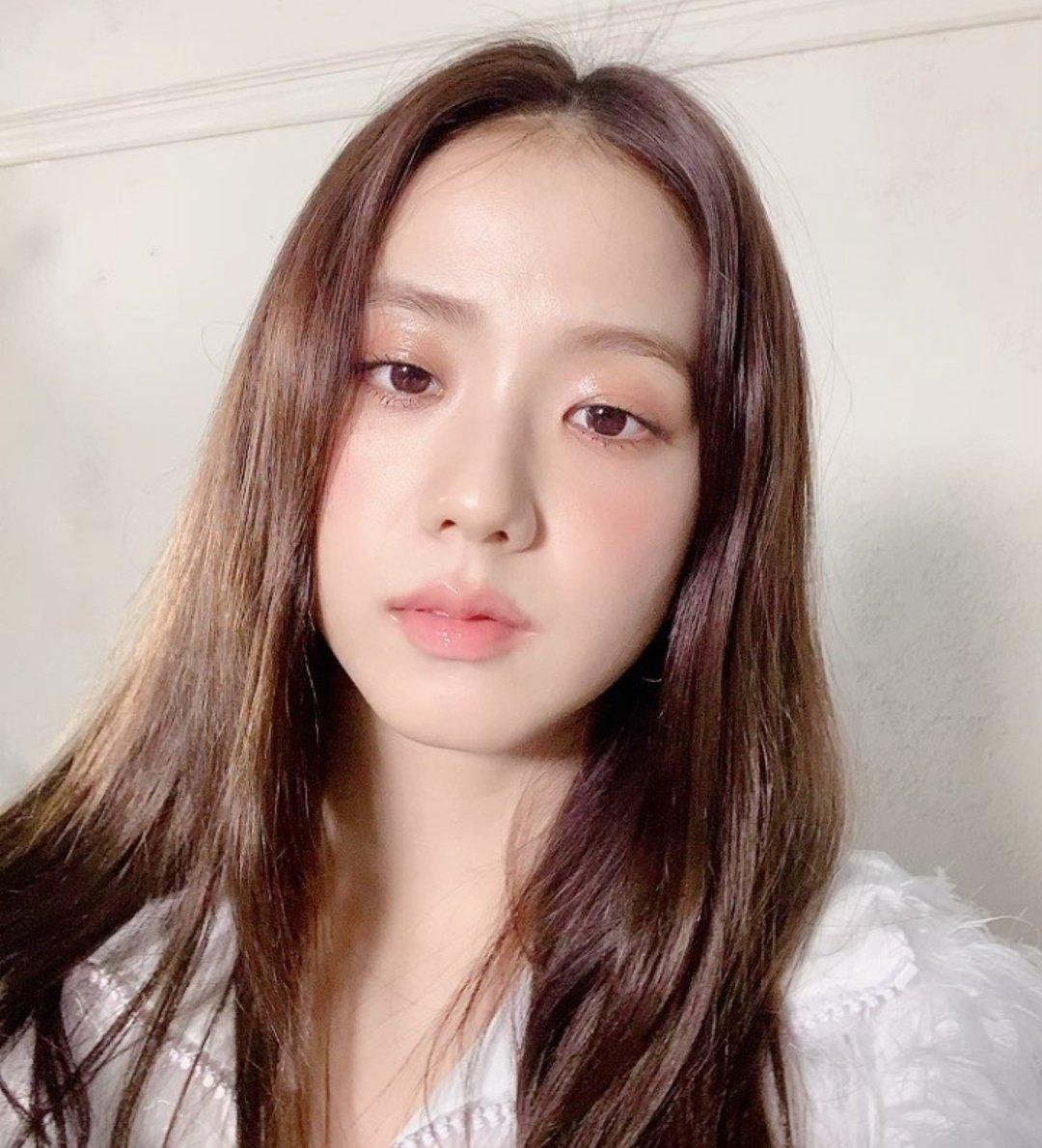 """Loạt makeup look """"đỉnh của chóp"""" từ idol Kpop, nhìn xịn sò là vậy nhưng học theo cũng đâu có khó mấy - Ảnh 2."""