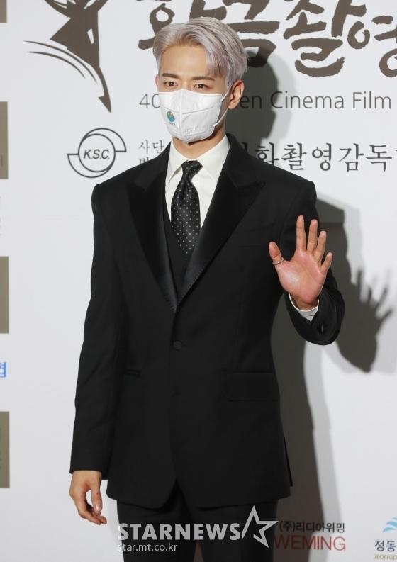 """Thảm đỏ quy tụ dàn sao Hàn cực """"hot"""": Nữ thần Yoona lộ nửa mặt vẫn xinh, Lee Kwang Soo (Running Man) tạo dáng """"tấu hài"""" - Ảnh 5."""
