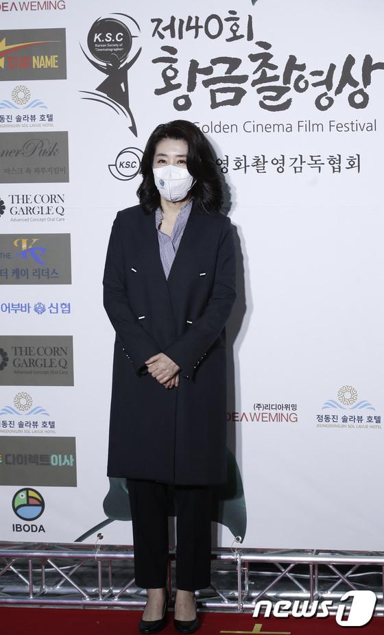 """Thảm đỏ quy tụ dàn sao Hàn cực """"hot"""": Nữ thần Yoona lộ nửa mặt vẫn xinh, Lee Kwang Soo (Running Man) tạo dáng """"tấu hài"""" - Ảnh 6."""