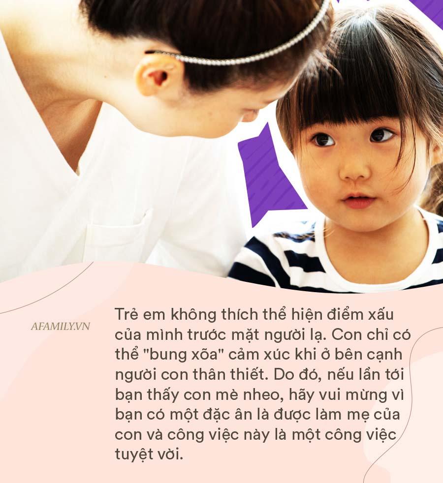 Ở nhà với ông bà cả ngày không một tiếng khóc , nhưng cứ hễ thấy mẹ là lại ỉ ôi la khóc không ngừng. Vì sao lại thế? - Ảnh 2.