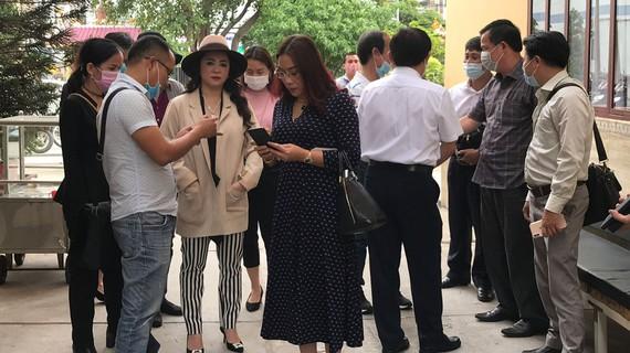 """Ngoài vợ chồng ông Dũng """"lò vôi"""", xuất hiện thêm người thứ 3 ở Hà Nội lên tiếng tố ông Võ Hoàng Yên chiếm đoạt 50 tỷ đồng? - Ảnh 2."""