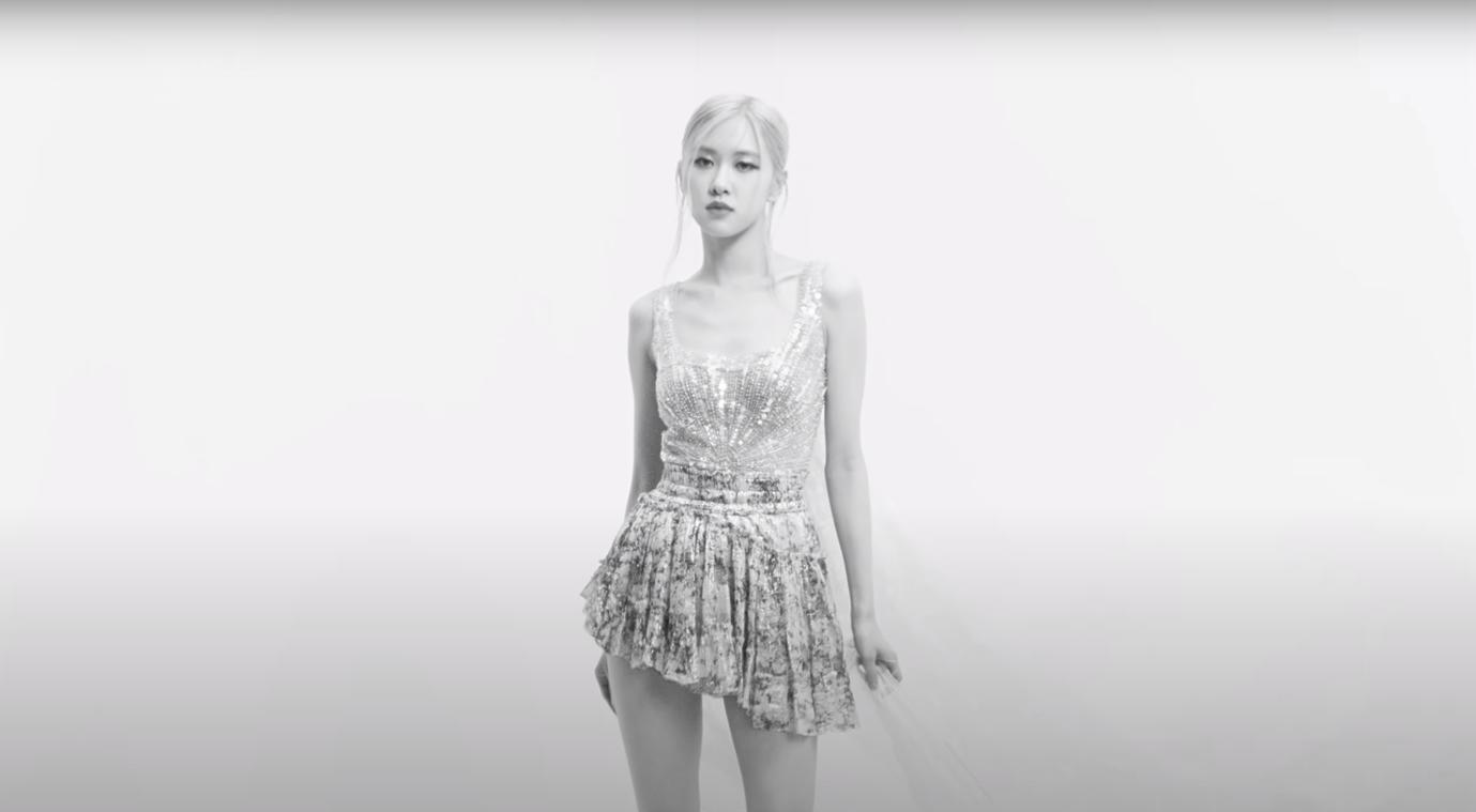 Rosé (Black Pink) mặc thiết kế số 57 của Công Trí, netizen lại gọi tên Đỗ Mạnh Cường vì một phân cảnh 2 giây - Ảnh 5.