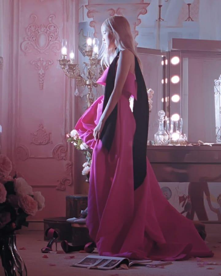 Style của Rosé trong MV mới đỉnh quá: Đồ biến tấu còn chất hơn nguyên bản, phòng tránh hớ hênh thật tài tình! - Ảnh 3.