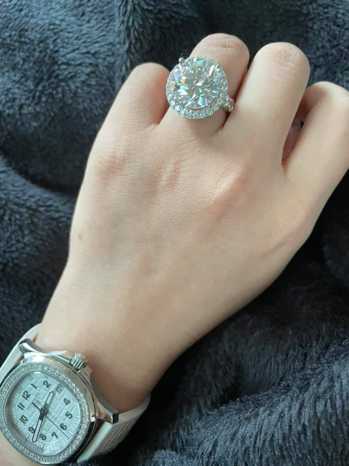 Ngọc Trinh bán tống bán tháo núi kim cương bạc tỷ: Viên nào viên nấy to như trứng gà, sương sương 13 tỷ chứ nhiêu! - Ảnh 2.