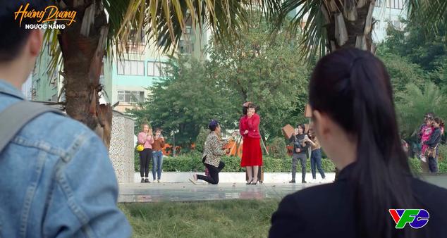 """""""Hướng dương ngược nắng"""" lộ cảnh Diễm Loan được cầu hôn, khán giả la ó vì tiểu tam xuất hiện quá nhiều, sống như bà hoàng - Ảnh 4."""
