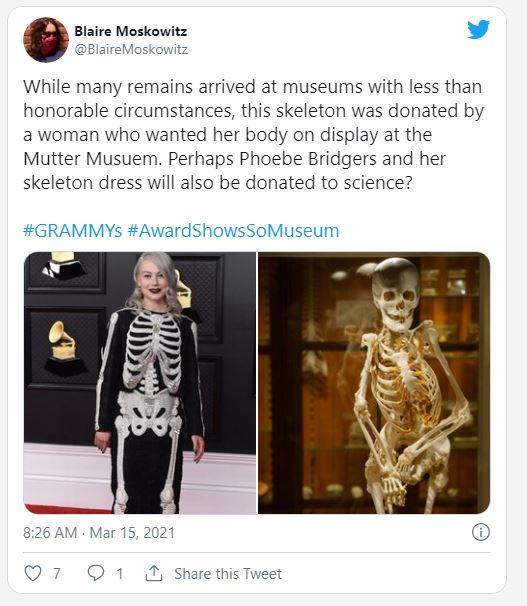 """6 pha ăn mặc như """"tấu hài"""" tại Grammy 2021: Bộ đầm kéo tận rốn lộ gần hết vòng 1 chưa là gì khi có người bê nguyên bộ xương di động lên thảm đỏ - Ảnh 11."""