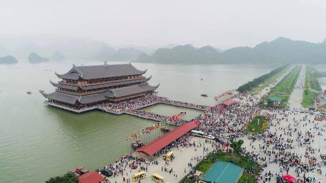 Kinh nghiệm đi chùa Tam Chúc vào ngày ngày, giờ này để không bị đông nghẹt người mà lại ngắm được ảnh đẹp - Ảnh 1.