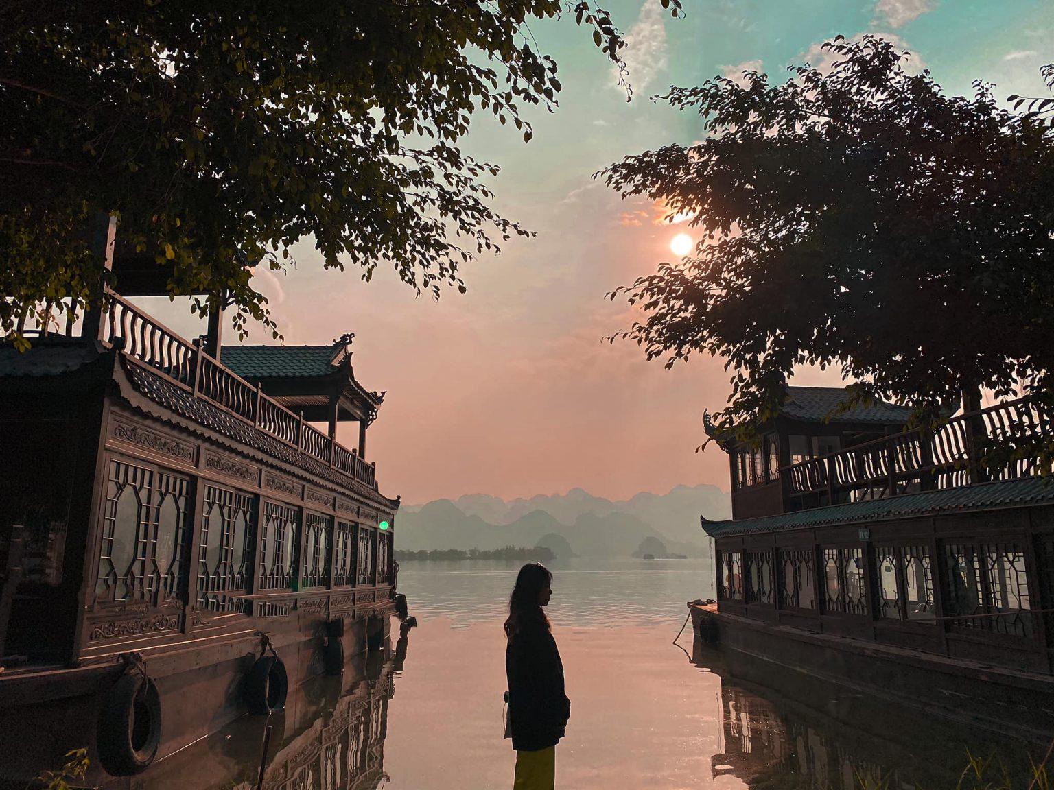 Kinh nghiệm đi chùa Tam Chúc vào ngày này, giờ này để không bị đông nghẹt người mà lại ngắm được cảnh đẹp - Ảnh 3.