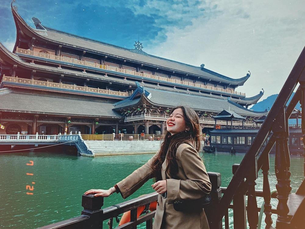 Kinh nghiệm đi chùa Tam Chúc vào ngày này, giờ này để không bị đông nghẹt người mà lại ngắm được cảnh đẹp - Ảnh 2.