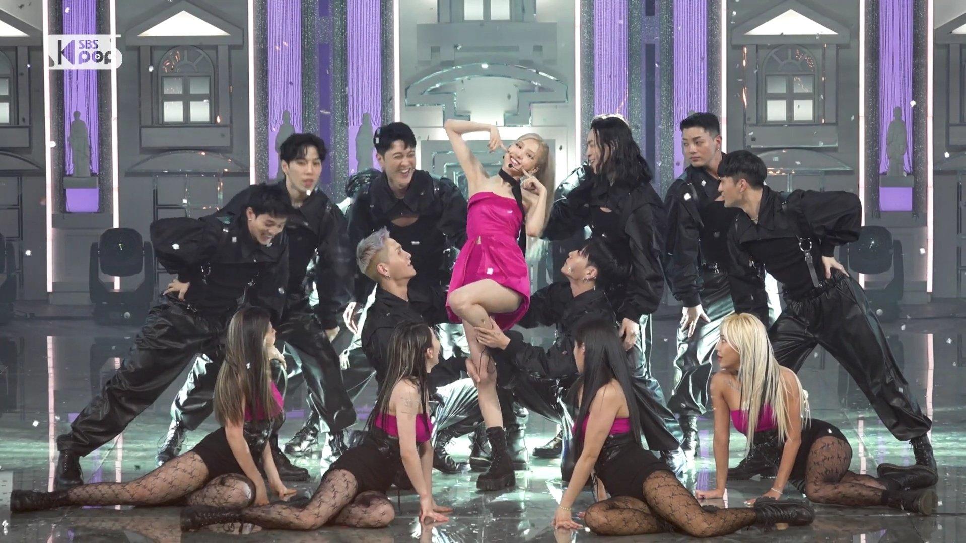 Cắt hẳn váy 100 triệu cho Rosé, stylist của BLACKPINK vẫn gây thất vọng khi khiến cô chìm nghỉm giữa dàn dancer - Ảnh 10.
