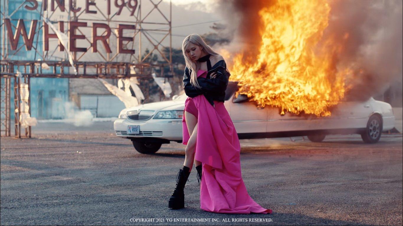 Cắt hẳn váy 100 triệu cho Rosé, stylist của BLACKPINK vẫn gây thất vọng khi khiến cô chìm nghỉm giữa dàn dancer - Ảnh 4.
