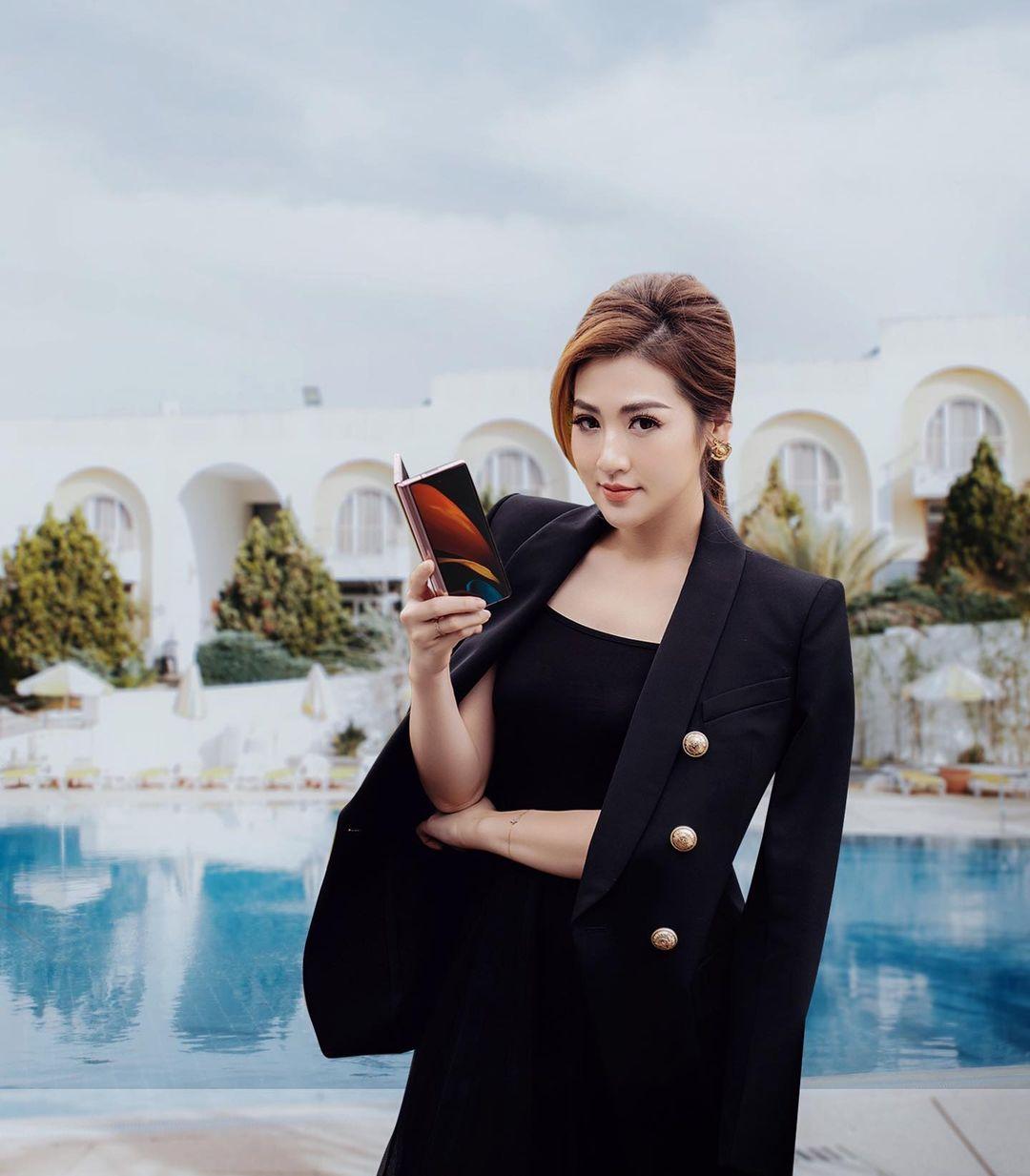 Nhìn Á hậu Tú Anh lên đồ công sở đẹp mê, chị em tăm tia ngay được 10 set siêu xinh diện đi làm - Ảnh 7.
