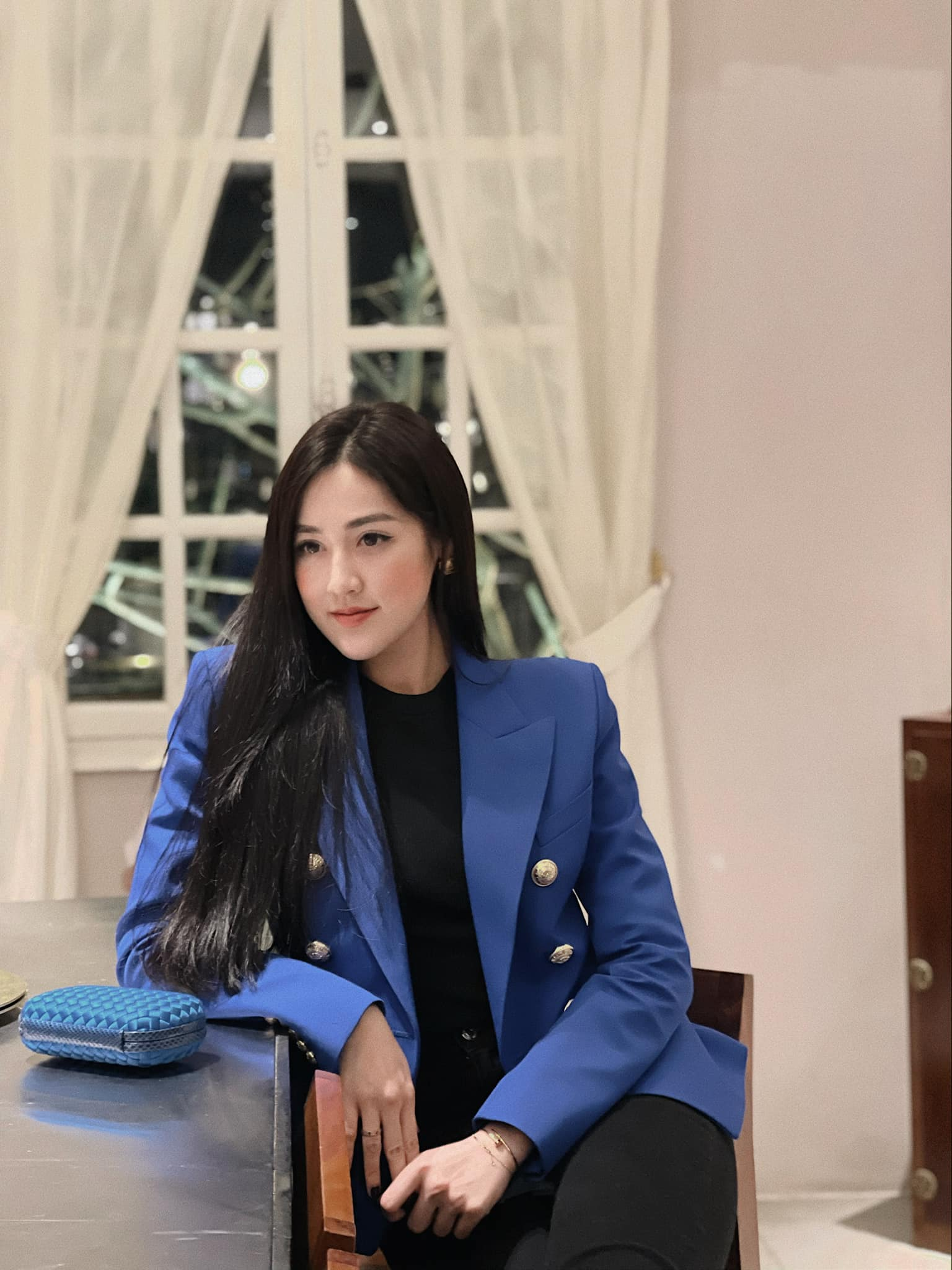 Nhìn Á hậu Tú Anh lên đồ công sở đẹp mê, chị em tăm tia ngay được 10 set siêu xinh diện đi làm - Ảnh 5.