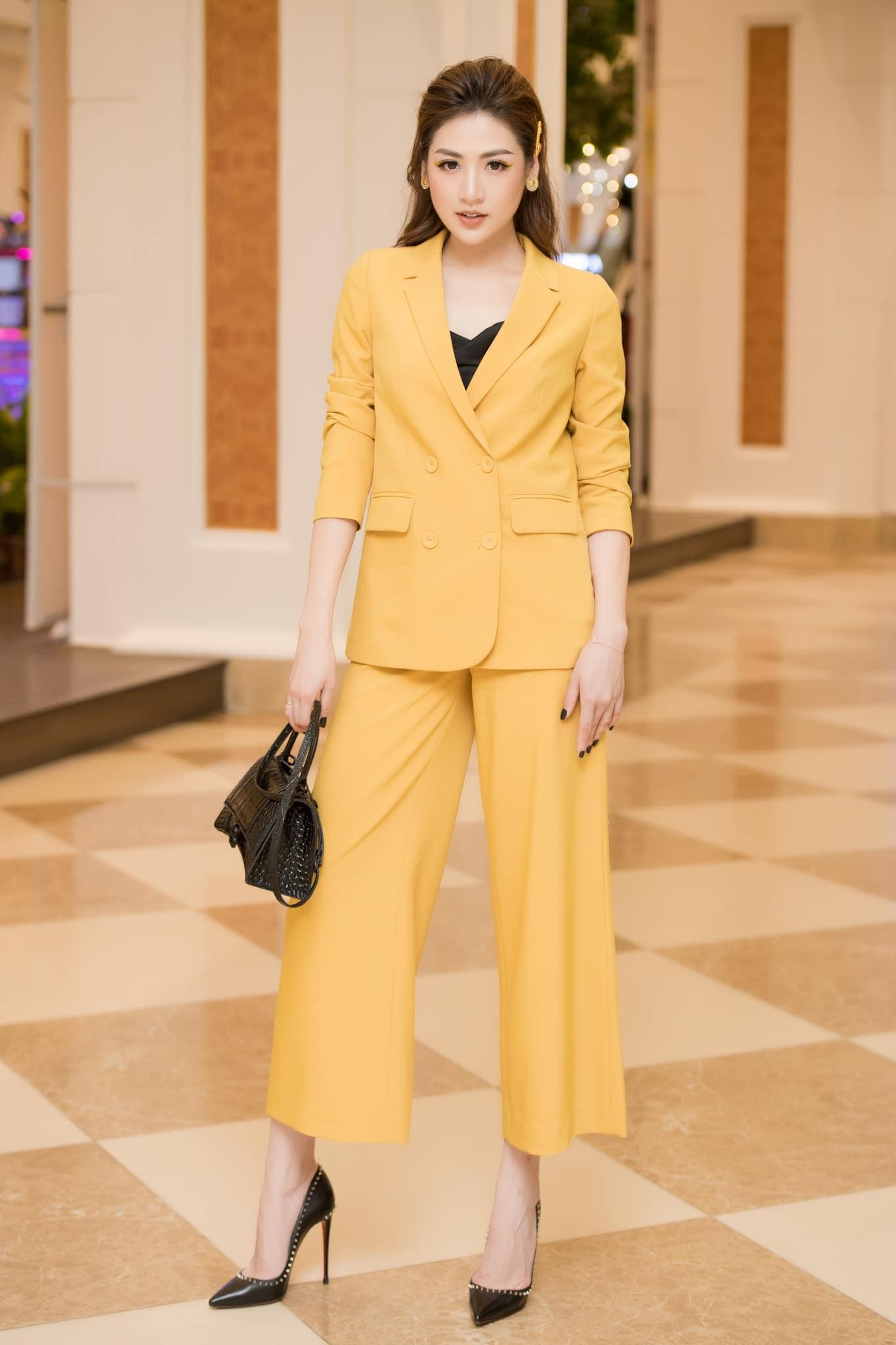Nhìn Á hậu Tú Anh lên đồ công sở đẹp mê, chị em tăm tia ngay được 10 set siêu xinh diện đi làm - Ảnh 11.