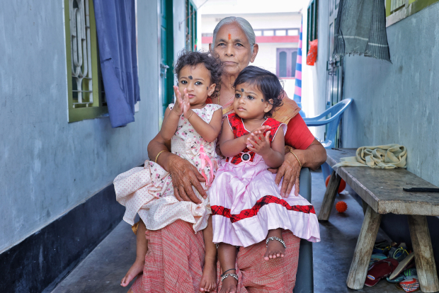 Sinh con ở tuổi thất tuần, bà mẹ U80 được xem là bà mẹ già nhất thế giới khi sinh con - Ảnh 4.
